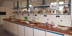 Neu eingerichtetes Chemielabor des Stöckhardt-Gymnasiums