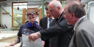 2009 - Besuch des Staatsministers Thomas Jurk - Vorstellung der QAB - Maßnahme Tischler.