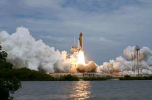 640px-STS-135_begins_takeoff