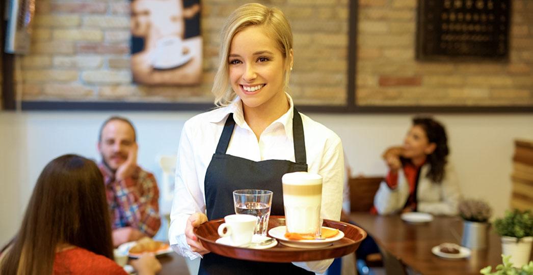 Restaurantfachfrau im Bistro